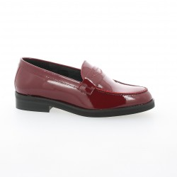We do Mocassins cuir vernis bordeaux